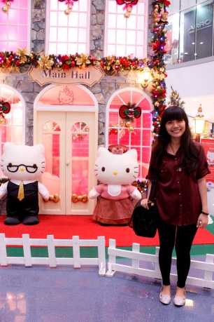 The biggest fan of Hello Kitty meets Papa Kitty and Mama Kitty. How I wish I could take them home. ♥